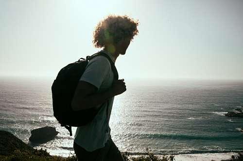 imágenes gratis Hombre frente al mar