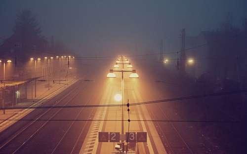 Vista nocturna estacion de tren