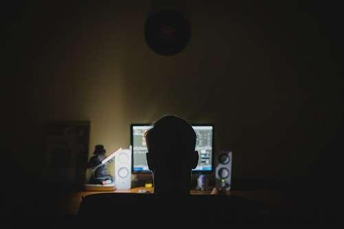 imágenes gratis Hombre frente al computador