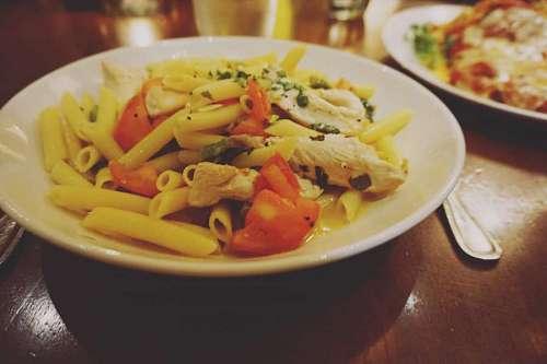 Plato de Penne Rigate en restaurante