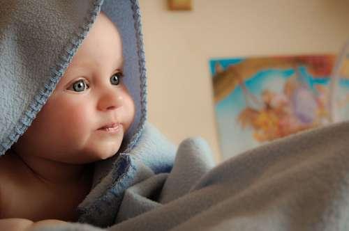 baby con ojos azules