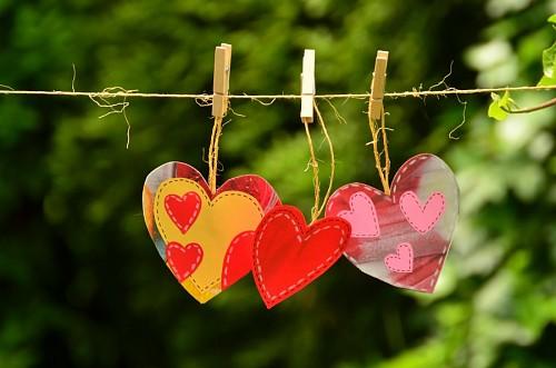 Decoracion de corazones en la cuerda