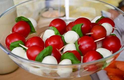 Ensalada de tomates cherry y mozzarella