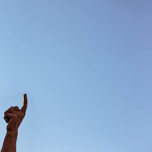 imágenes gratis Mano señalando al cielo
