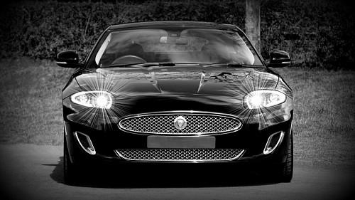 Coche Jaguar negro para fondo de pantalla