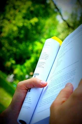 imágenes gratis una persona, gente, hombre, mujer, lectura, leer,