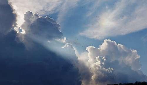 Rayos de Sol en el cielo
