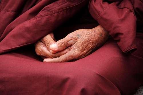 Manos de un Monje budista