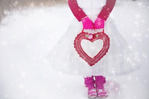 Niña romántica en la nieve