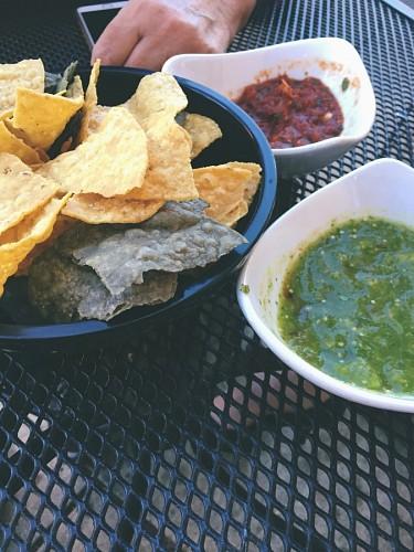 imágenes gratis Nachos mexicanos con salsas