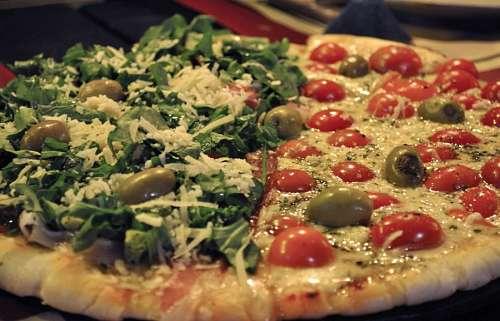 Pizza de Rucula y Tomates Cherry