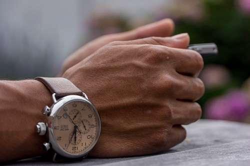 Meno de hombre con reloj