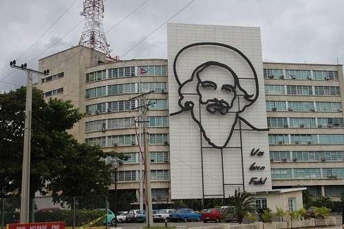 Ministerio de Comunicaciones en la Plaza de la Revolucion