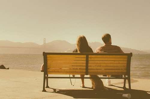 Jóvenes contemplando el paisaje