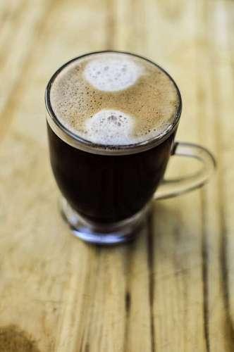El café expreso sobre fondo de Madera