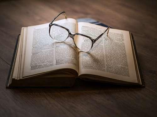 imágenes gratis Libro y gafas