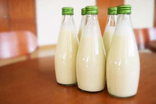 Botellas de leche