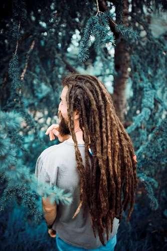 Hombre en la naturaleza
