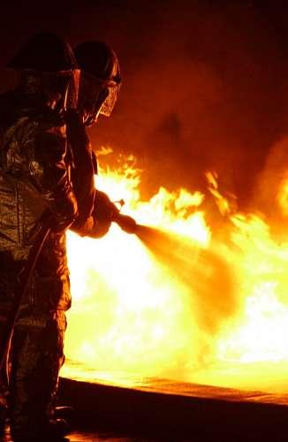 Bomberos en un incendio