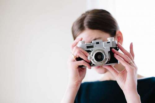 imágenes gratis Mujer tomando una fotografia