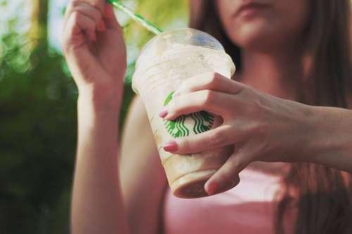 imágenes gratis Mujer Tomando Cafe helado