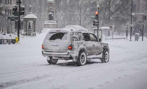 Camioneta en la nieve