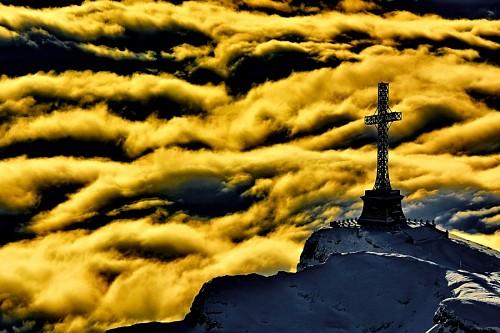 Monumento Cruz de Heroes