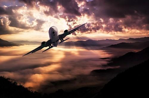 Paisaje de aeronave en comienzo de tormenta
