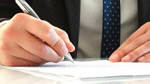 imágenes gratis Hombre firmando contrato