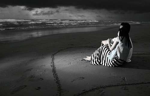 imágenes gratis Jóvenes abrazados a orillas del mar