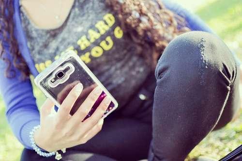 imágenes gratis Mujer con smartphone