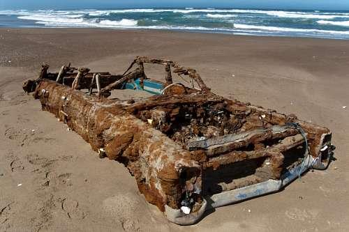 Pontiac Bonneville 1966 Abandonado en la playa