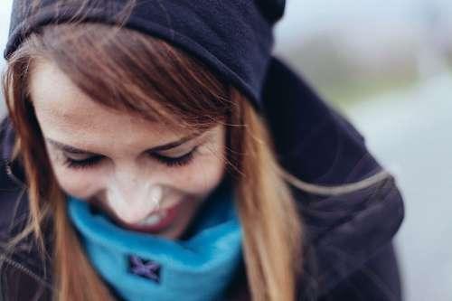 imágenes gratis Joven Mujer sonriendo