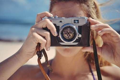 imágenes gratis Mujer con camara de fotos