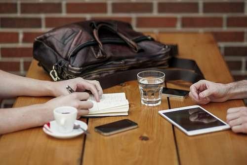 imágenes gratis Dos personas de Negocios en un cafe