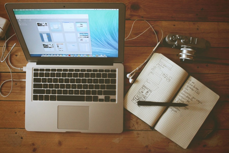 laptop, notebook, coputador, ordenador, portatil, anotador, tecnologia, trabajo, escritorio, estudio, camara, fotografia, boligrafo,