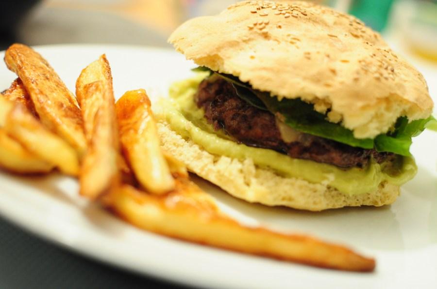 primer plano, hamburguesa, comida, carne, papas fritas, papa, papas, frito, chatarra, rapida, fast food, plato, gourmet,