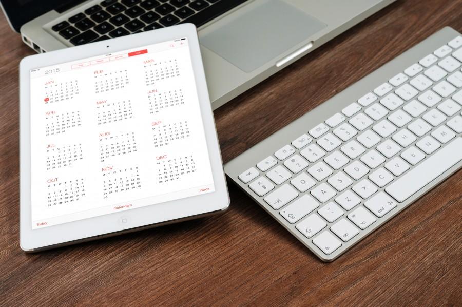 ipad, macbook, comprimido, equipo, móviles, conjunto, ordenador portátil, moderna, portátil, mac, negocio, tecnología, dispositivo, web , fotos gratis,  imágenes gratis, escritorio, trabajo, oficina, teclado, apple, moderno, blanco, mesa de madera, ordenado