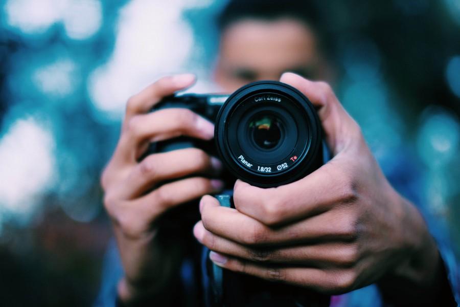 una persona, gente, hombre, blur, fotografo, foto, camara de fotos, lente, tomando, enfoque, enfocar, fotografia, accion,