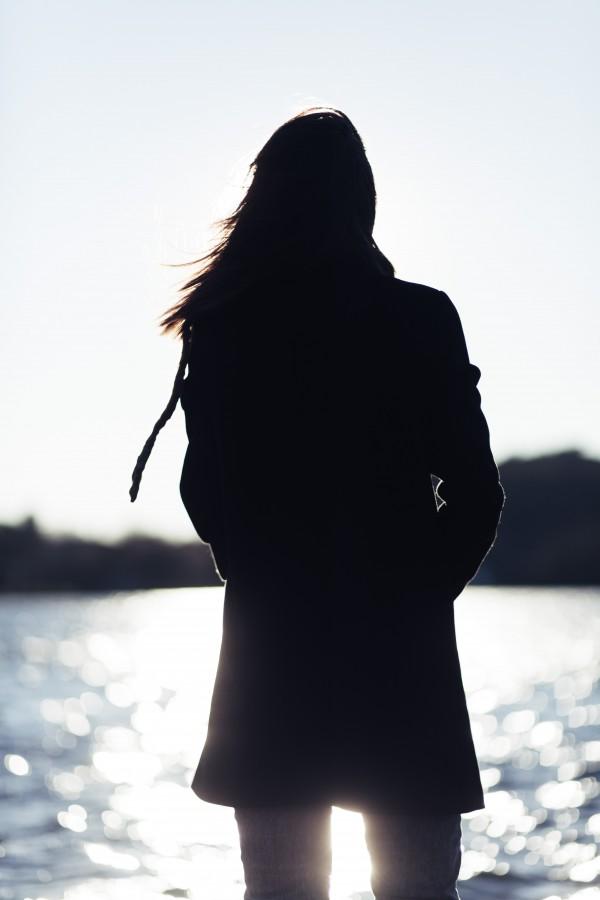 mujer, invierno, una persona, joven, solitario, mirando, mar, costa, viaje, viajar, vacaciones, exterior, dia, soledad,