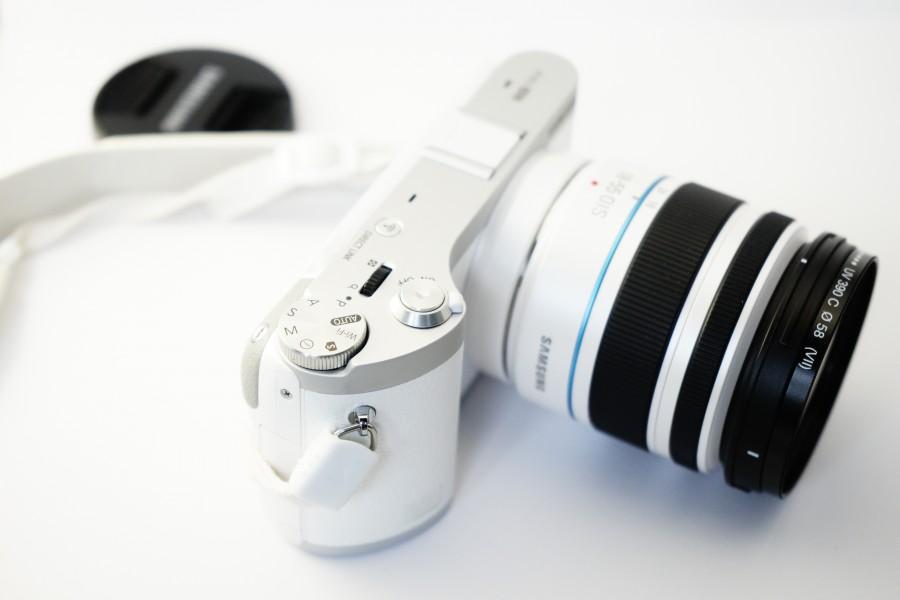 cámara, samsung nx 300, samsung, nx 300, lente, foto, fotografía, cámara digital, digicam, tecnología, blanco, elegante, noble , fotos gratis,  imágenes gratis