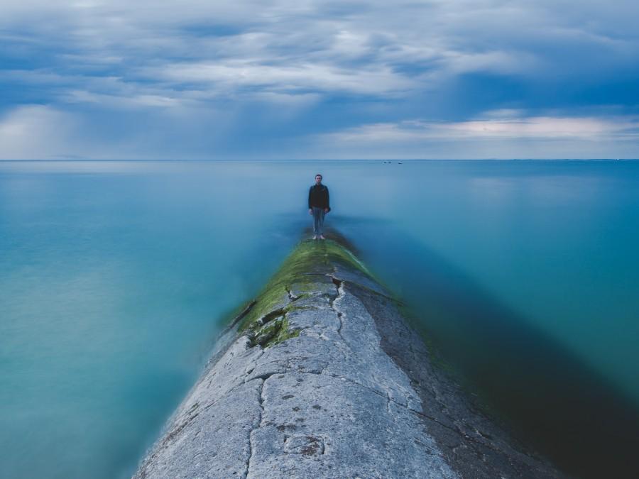 paisaje, océano, mar, cielo azul, hombre, joven, muchacho, solo, muelle, solitario