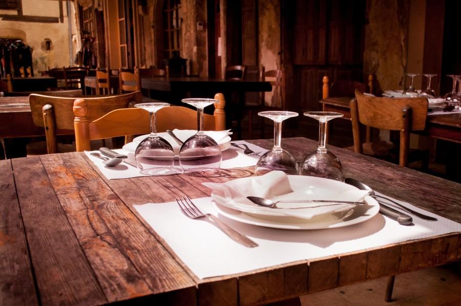 mesa, restaurant, nadie, vacio, copas, cubiertos, interior, madera, gastronomia,