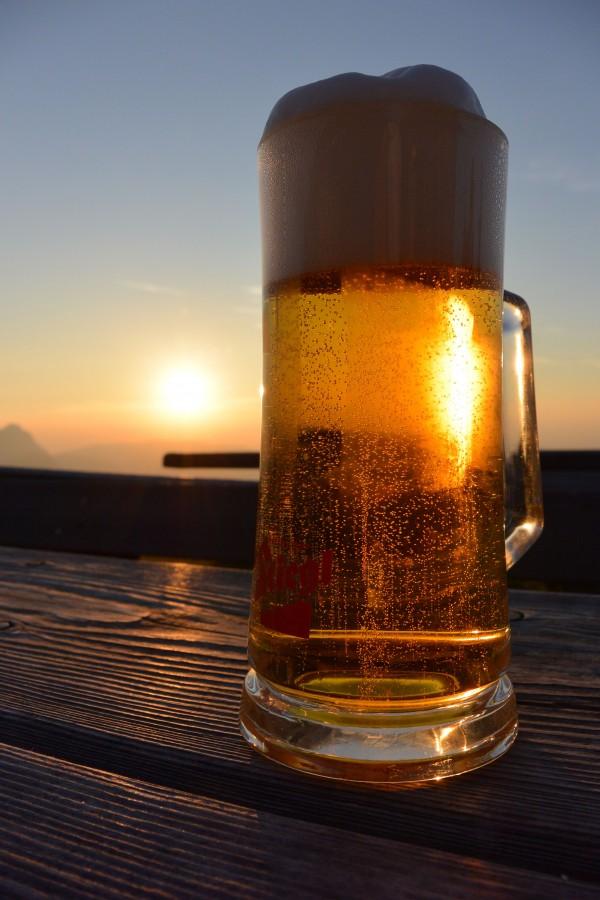 cerveza, bebida, refrescante, artesanal, copa, espuma, rubia, atardecer, playa, verano, concepto, relax, nadie, chop,