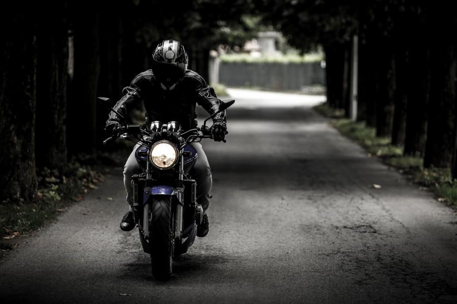 moto, motociclista, negro, casco, velocidad, asfalto, una persona, hombre,
