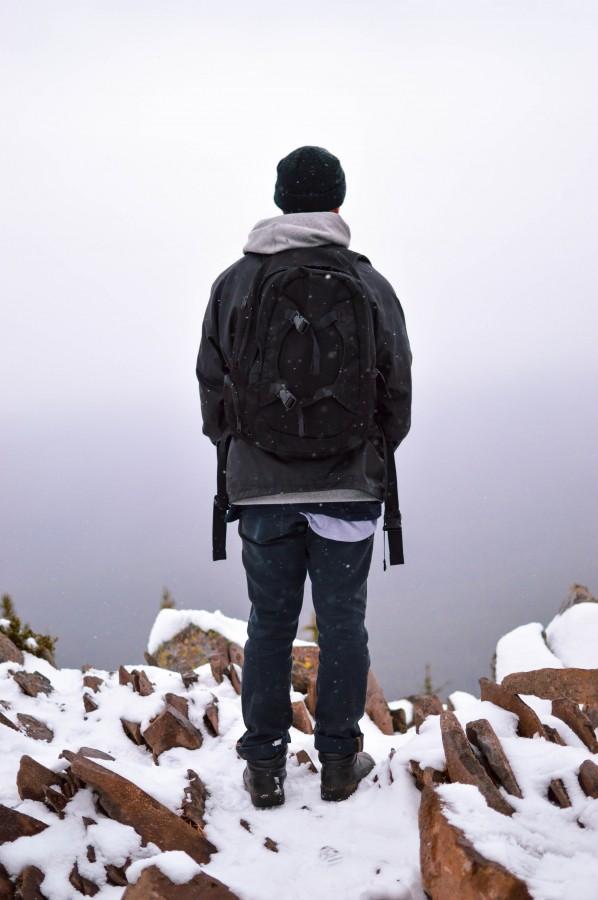 nieve, senderismo, trekking, una persona, gente, hombre, nieve, frio, invierno, montaña, cima, aventura,