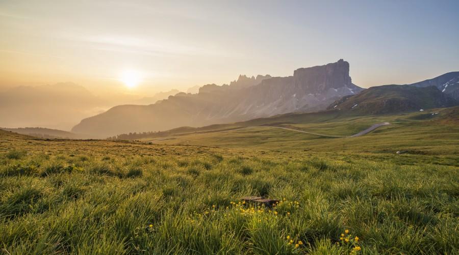 paisaje, campo, rural, atardecer, ocaso, puesta de sol, nadie, aire libre, montañas, montaña, dia, idilico, pasto, hierva,