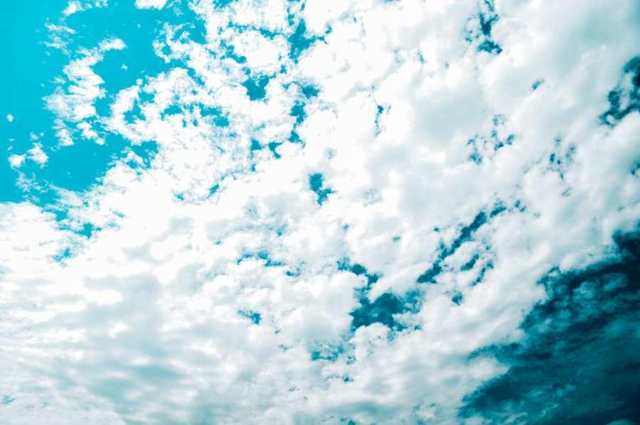 Imagen de fondo de pantalla en 4k de nubes cubriendo el