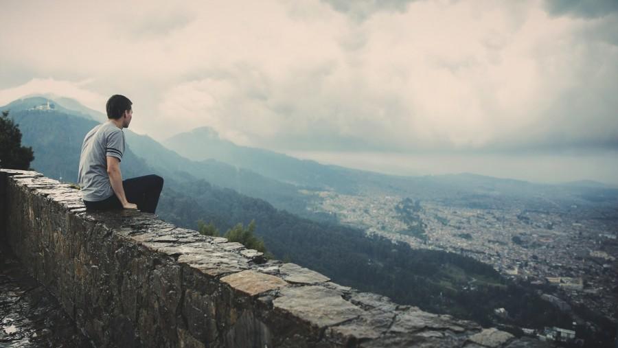 una persona, gente, hombre, joven, exterior, paisaje, mirando, mirada, horizonte, vacaciones, viaje, viajar,