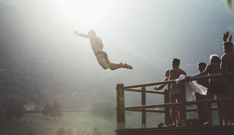 splitshire, una persona, gente, hombre, salto, saltar, deporte, verano, diversion, alegria, vacaciones, corage, peligro, arriesgado, aventura, valor,